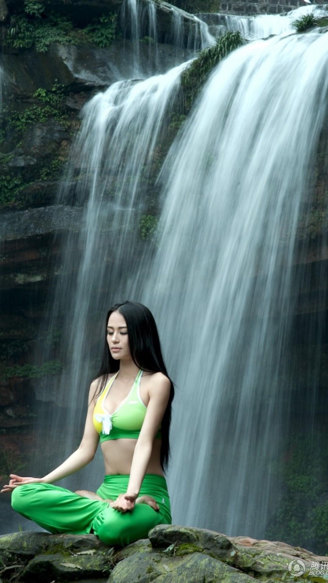 iphone6plus美女绿色壁纸_iphone6plus美女绿色壁纸